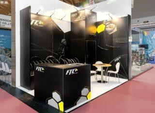 3e OEM Sports AG, EuroBike 2017, Miet-Messestand aus Clip Modular und vollflächiger Grafik, Standfläche ca. 4 x 3 m, Höhe: ca. 3 / 3,5 m