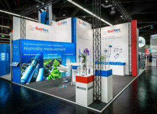 Galltec Mess- und Regeltechnik GmbH SENSOR+TEST 2016, Eckstand ca. 6 x 6 m, Höhe: ca. 4 / 4,5 m, Kombination Clip Modular mit großflächigen Grafiken, MODULUX Leuchtwand sowie Cube 20 Traversen