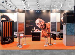 Heinrich Büscher GmbH - Sonnenschutzsysteme -, R+T 2018, Clip Modular Eckstand ca. 17 x 5 m, Höhe: 4,5 m, teilweiser Einsatz von großflächigen Grafiken oder Befestigung von Produkten (Sonnenschutz) an den Messewänden