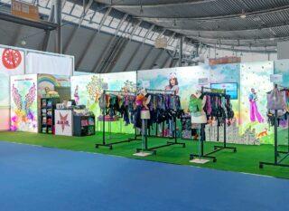kokadi GmbH & Co. KG, Babywelt 2018, Messestand ca. 12 x 4 m, Kombination Clip Modular und MODULUX Leuchtwände