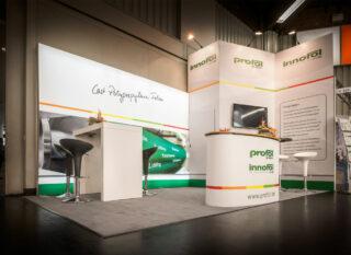 Profol Kunststoffe GmbH Fachpack 2016, Clip Modular Eckstand mit großer, abschließbarer Kabine und integrierter MODULUX Leuchtwand, Standfläche: ca. 5 x 3 m, Höhe: ca. 2,5 / 3,5 m