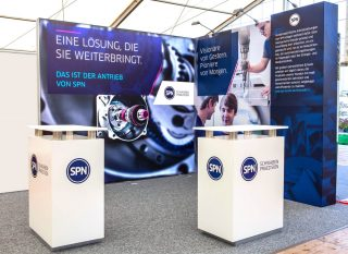 SPN Schwaben Präzision Fritz Hopf GmbH Berufswegekompass 2016, Eckstand ca. 3 x 3m, Kombination Clip Modular mit einer MODULUX Leuchtwand