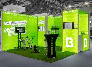 Bikeleasing-Service GmbH & Co. KG, Zukunft Personal Süd 2019, mobiler Messestand ca. 4 x 4 m, Kombination PIXLIP GO und MODULUX (Brücke mit TV)