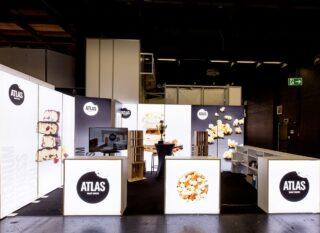 Atlas Smart Snacks UG, FIBO 2019, mobiler Messestand ca. 4 x 6 m, PIXLIP GO Leuchtwände und PIXLIP GO L Theken