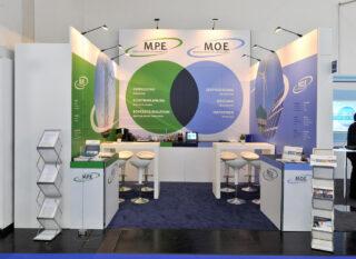 Moeller & Poeller Engineering GmbH (M.P.E.), Intersolar 2017, Miet-Messestand ca. 4 x 4 m, Höhe: 3 / 4 m, Clip Modular mit vollflächiger Grafik verkleidet