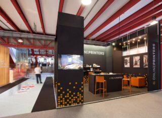 Onlineprinters GmbH, C-Print 2018, Eckstand ca. 4,5 x 6 m, Höhe: 3,5 m, System-Messestand aus BeMatrix in Schwarz